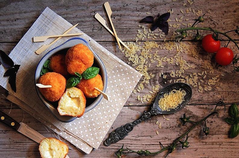 Crochete de orez umplute cu cascaval