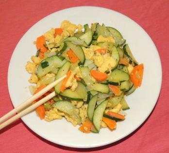 Oua prajite cu castravete in stil chinezesc